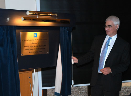Alistair Darling MP, Chancellor of the Exchequer unveiling a commemorative plaque (Photo: P. Tuffy, University of Edinburgh)